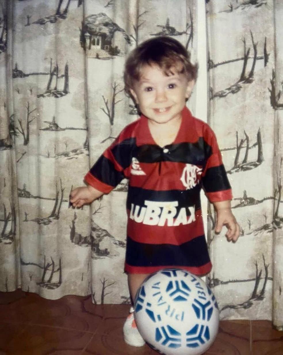 Arthur, do BBB21, na infância. Ele sempre curtiu o Flamengo — Foto: Arquivo Pessoal