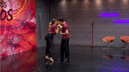 Lucas Veloso 'rouba beijo' de Nathália Melo durante ensaio do tango