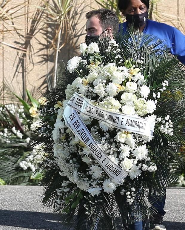 Coroa de flores para Paulo Gustavo (Foto: ROBERTO FILHO / BRAZIL NEWS)