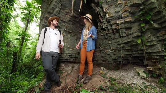 Daiane Fardin visita um sítio arqueológico no litoral do Paraná