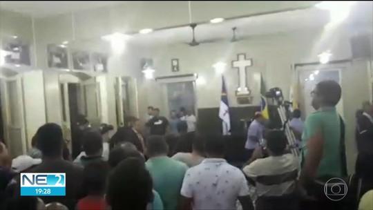 Confusão entre prefeito e vereadores na Câmara Municipal de Timbaúba vira caso de polícia; veja vídeo