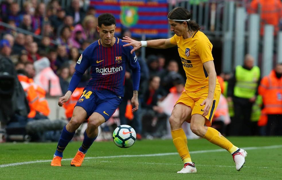 Filipe Luís marca Coutinho em duelo do Atleti contra o Barça (Foto: Reuters)