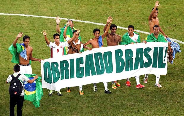Taiti faixa agradecimento Brasil jogo Uruguai (Foto: Reuters)