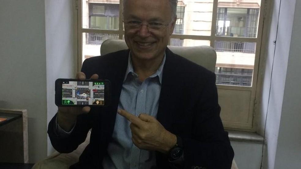 'Sou um jovem de 67 anos', brinca o empreendedor Paulo Camiz — Foto: BBC
