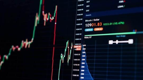 Por que tantos brasileiros estão investindo em bitcoins?