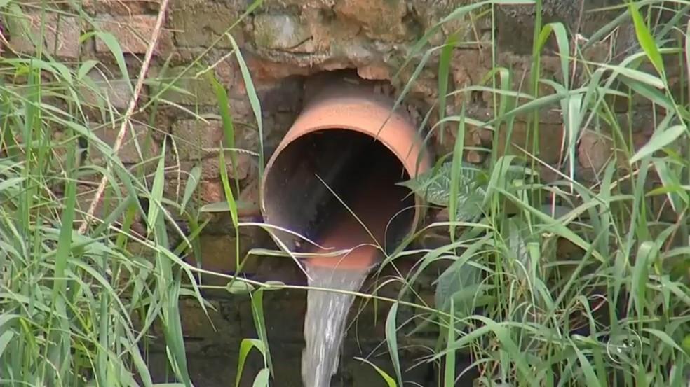 90% do esgoto em Sarapuí é despejado na natureza, aponta Cetesb (Foto: Reprodução/TV TEM)