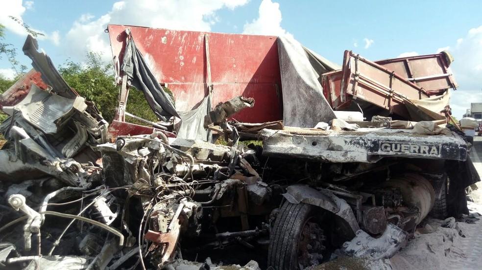 Acidente ocorreu na BR-116, trecho de Jaguaquara (Foto: Blog Itiruçu Online)