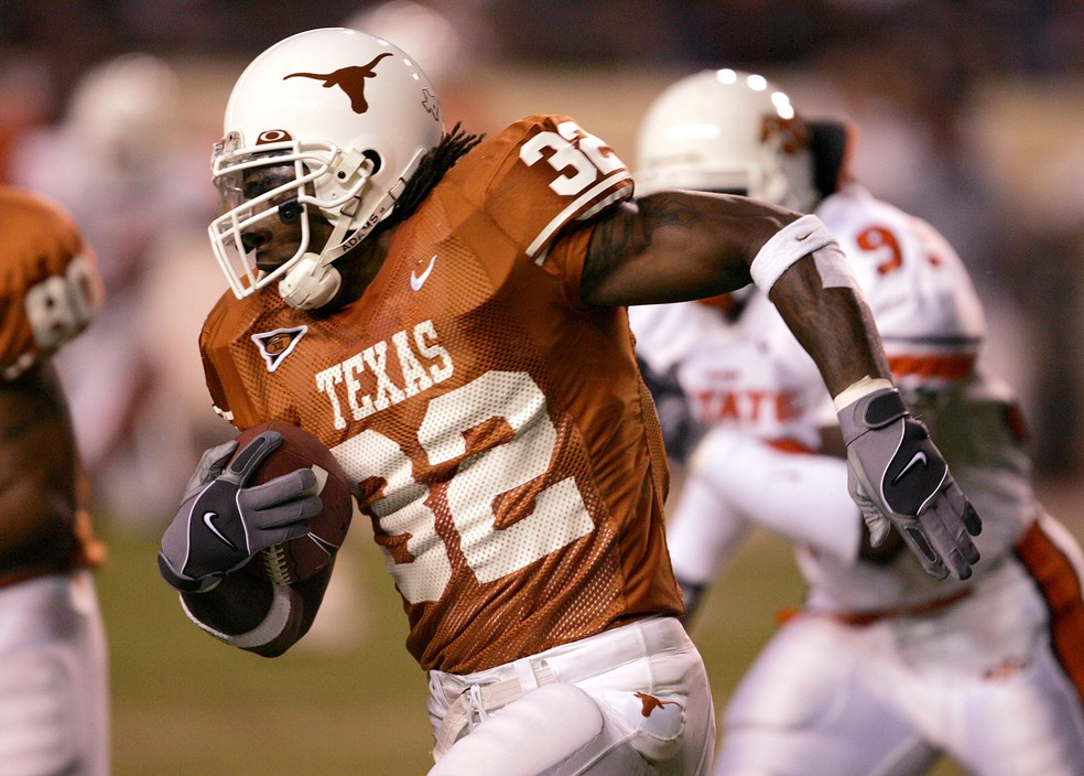 Cedric Benson era um astro na universidade de Texas — Foto: Daniel/Getty Images