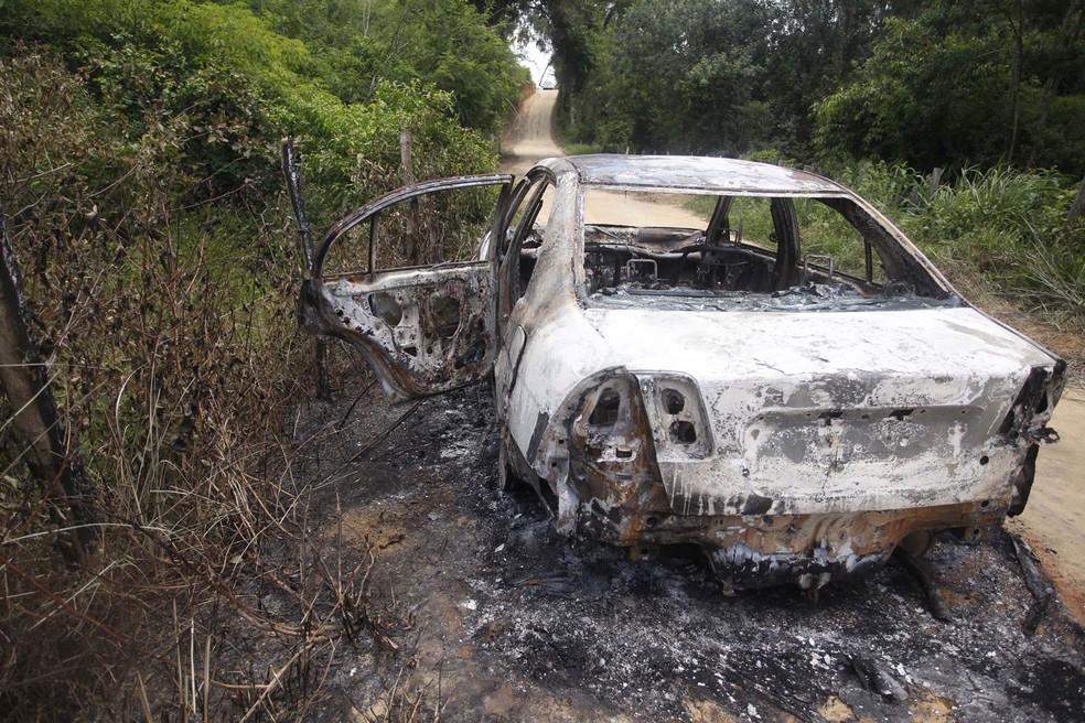 Corpo de Loalwa foi encontrado carbonizado dentro de um carro (Foto: Antonio Carlos/Futura Press/Estadão Conteúdo)