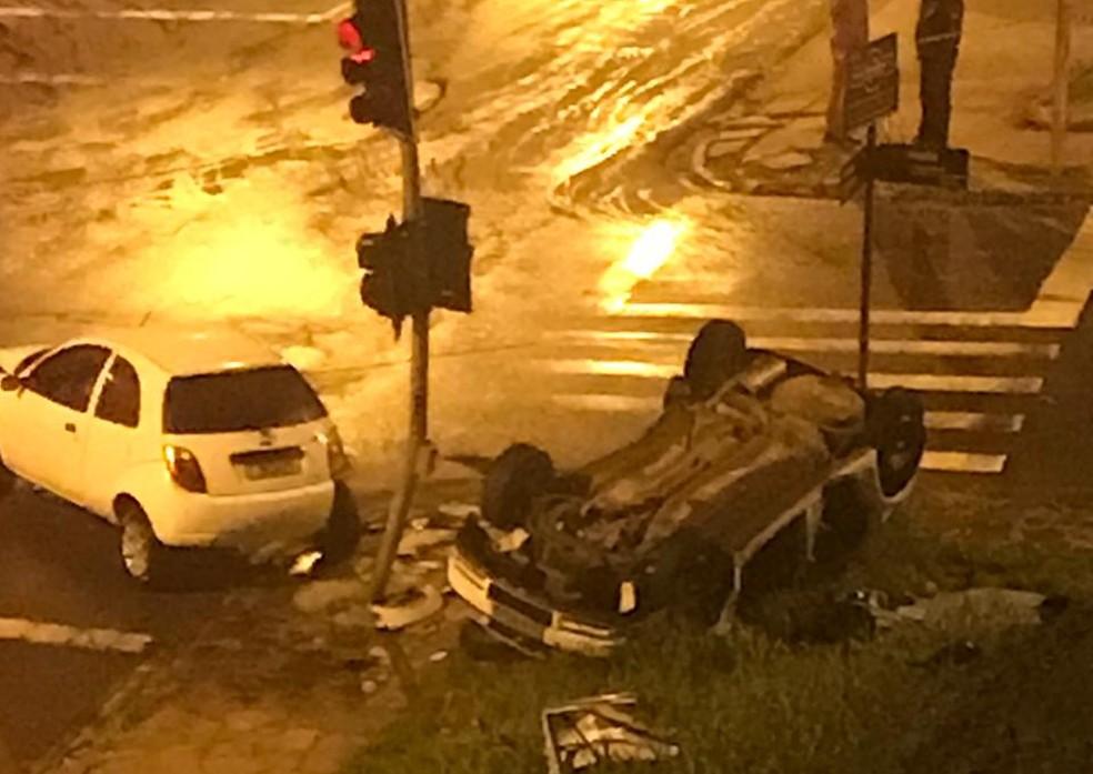 Acidente aconteceu na madrugada deste domingo (20) — Foto: Arquivo pessoal