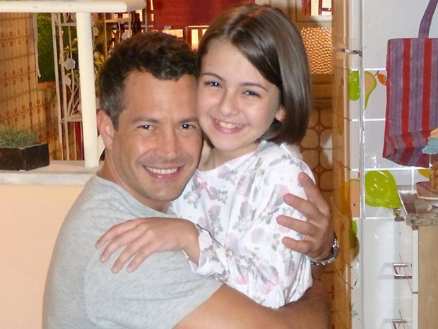 Klara Castanho era filha de Malvino Salvador em Amor à Vida (Foto: TV Globo)