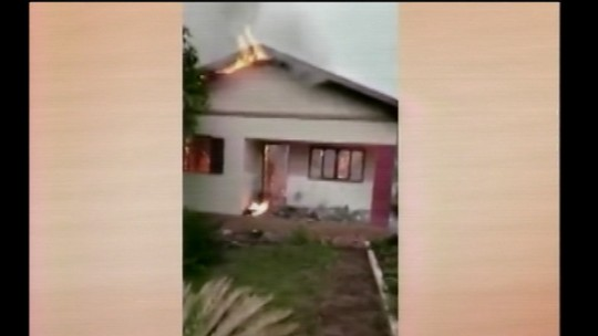 Queda de raios mata duas vacas e incendeia casa no Noroeste do RS durante temporal