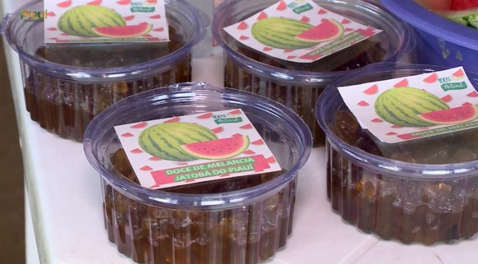 Doce da casca da melancia é iguaria local da região — Foto: TV Clube