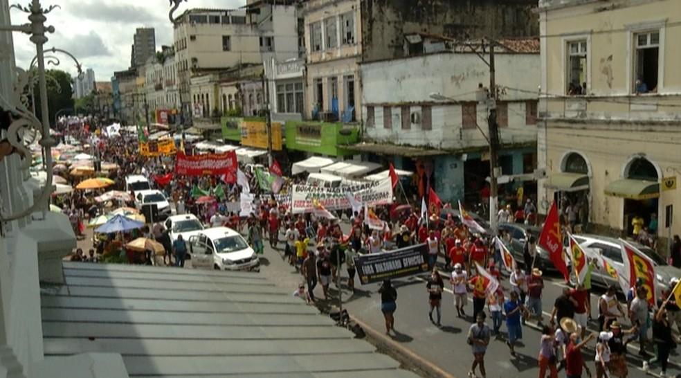Manifestantes pedem impeachment de Bolsonaro em Belém  Foto: Reginaldo Gonçalves/TV Liberal