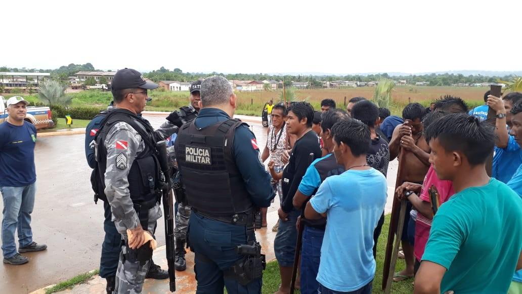 Indígenas Munduruku protestam na estrada de acesso a Jacareacanga, no PA, contra ação de garimpeiros - Notícias - Plantão Diário