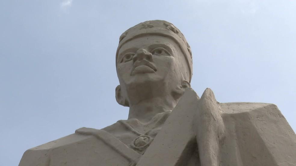 Estátua de Zumbi dos Palmares, localizada no Pátio do Carmo, no Centro do Recife — Foto: Reprodução/TV Globo