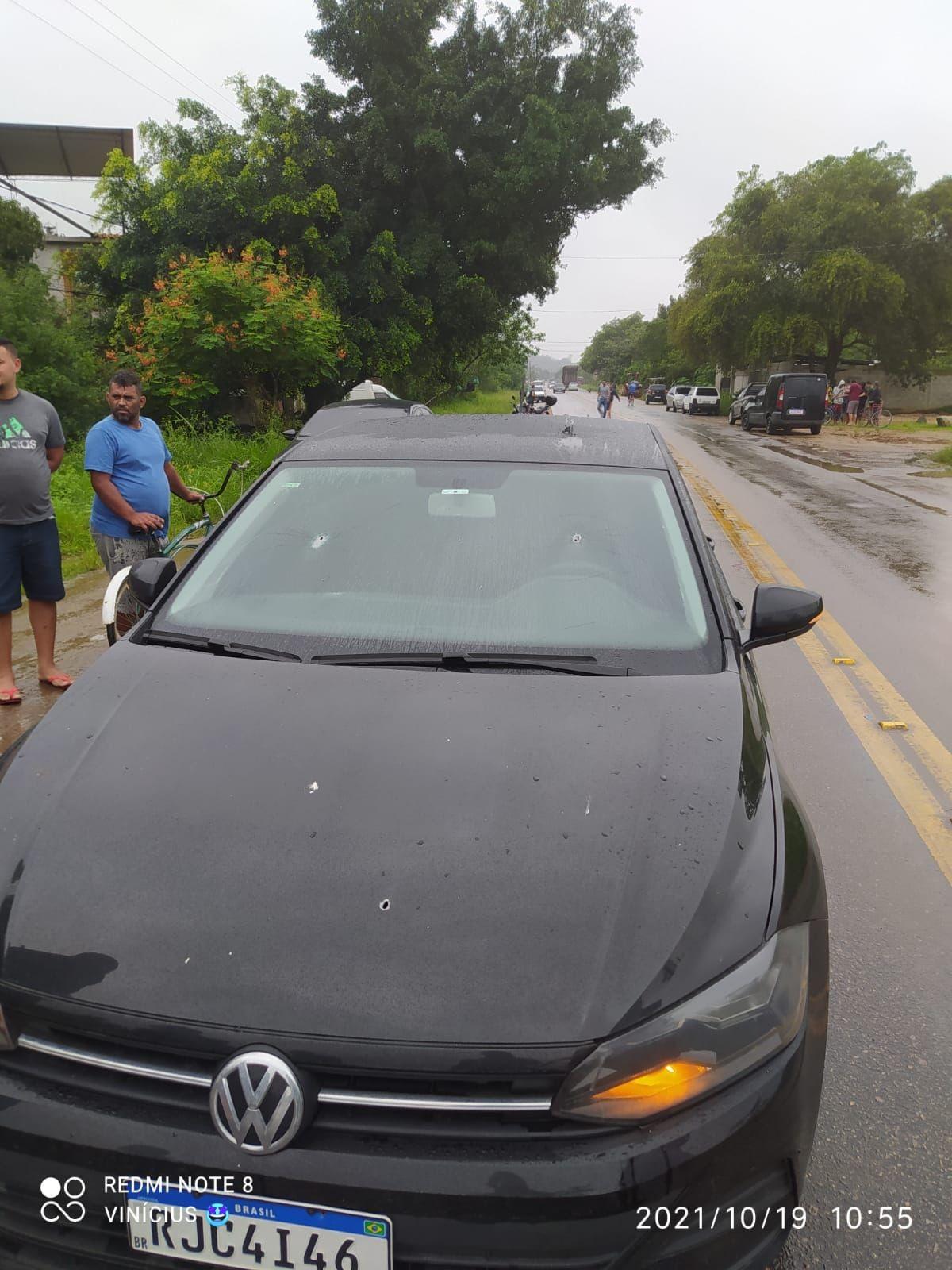 Carro de deputado Gutemberg Reis, irmão de prefeito de Caxias, é alvo de tiros