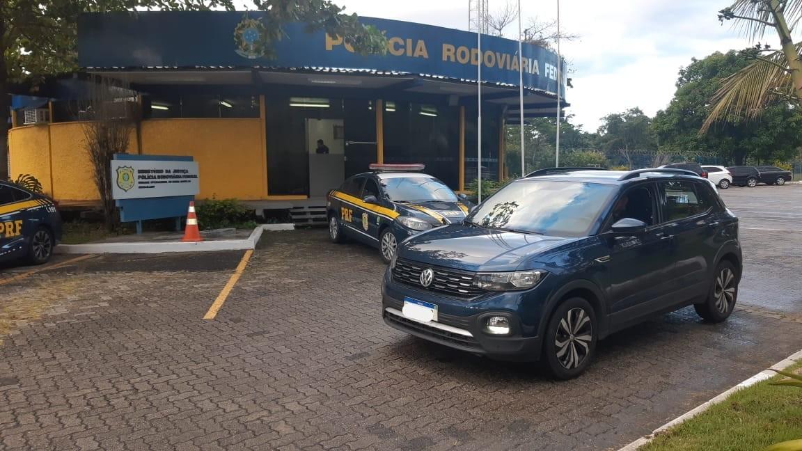 Idoso é preso com carro roubado na Dutra, em Barra Mansa, após ficar 'nervoso' em abordagem da PRF