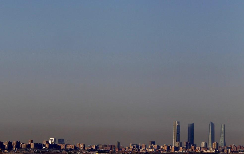 Poluição no céu da cidade espanhola Madri — Foto: Sergio Perez/Reuters