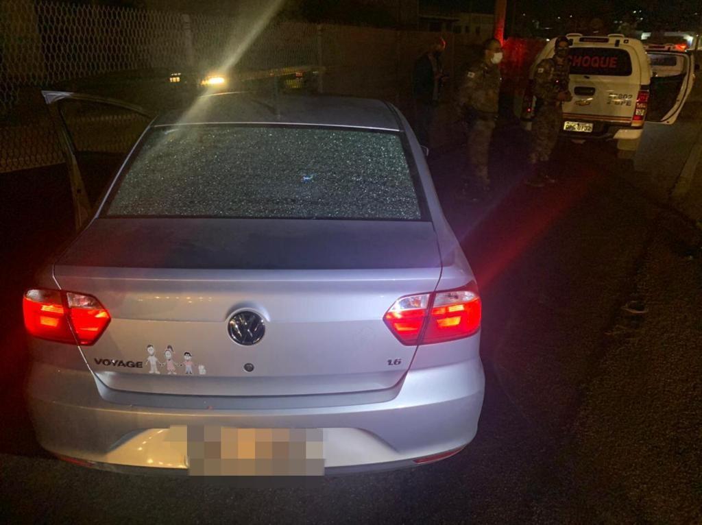 Assaltante é baleado após render casal e crianças e levar carro da família na Grande BH