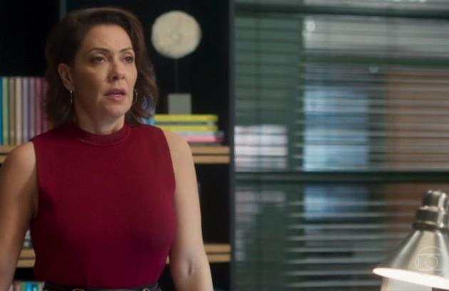 Na quinta-feira (29), Nana pedirá a Diogo para orientar Silvana na coletiva de imprensa, mas ele aproveitará para assustá-la e convencê-la a desistir do lançamento (Foto: TV Globo)