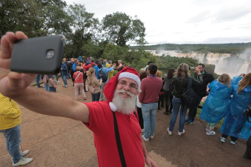 Papai Noel aproveita as férias em Foz do Iguaçu de 26 de dezembro a 6 de janeiro — Foto: Nereu Ambrozini/PMFI