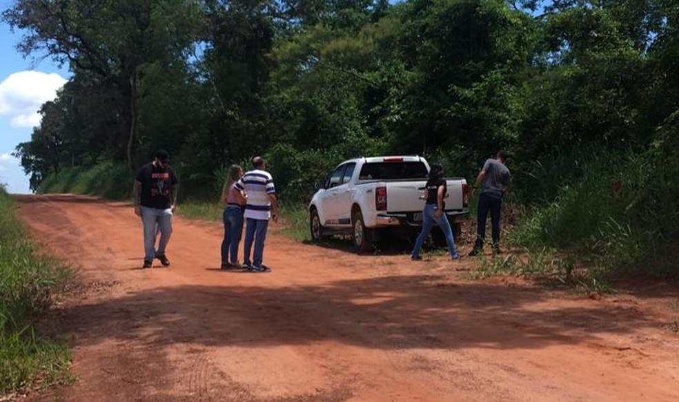 Caminhonete do advogado foi encontrada em estrada de terra em Araçatuba  — Foto: Arquivo Pessoal