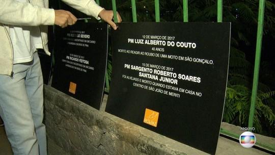 Comlurb retira placas que homenageavam PMs mortos no Rio