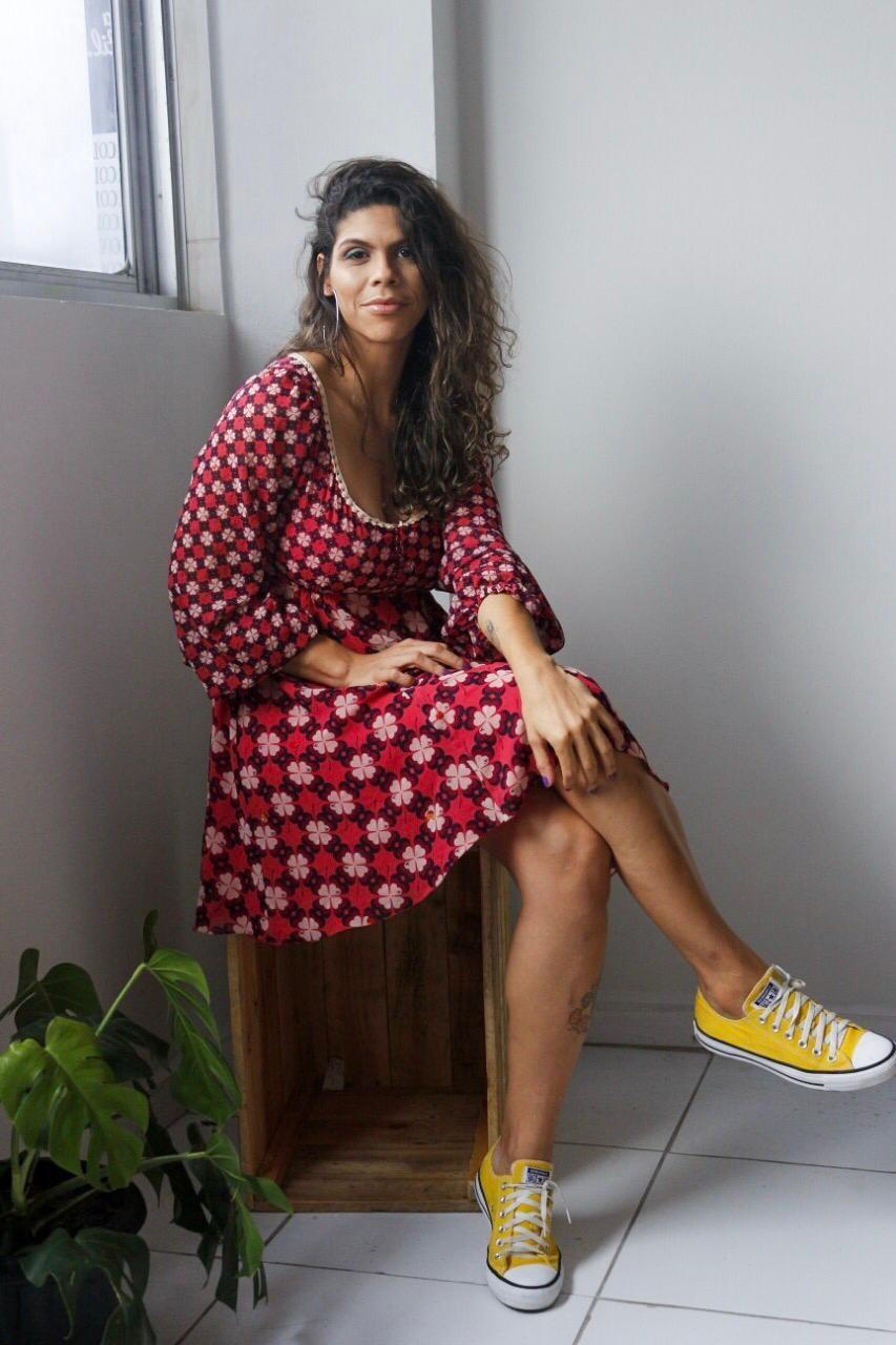 Pensando em consumo consciente, empreendedora cria 'Guarda-roupa Coletivo' em Caruaru   - Notícias - Plantão Diário