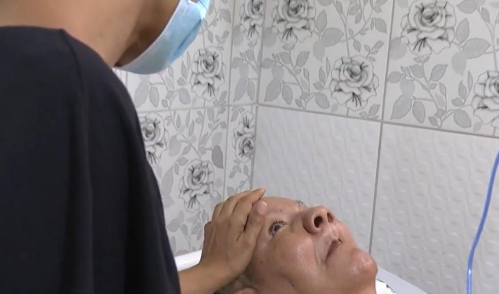 Marinalva Santos tem 71 anos e está acamada desde 2008 — Foto: Reprodução / TV Bahia