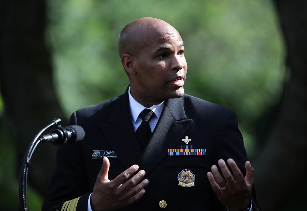 O Cirurgião-Geral dos EUA, Jerome Adams, em foto do dia 26 de maio, na Casa Branca. — Foto: Win McNamee/AFP