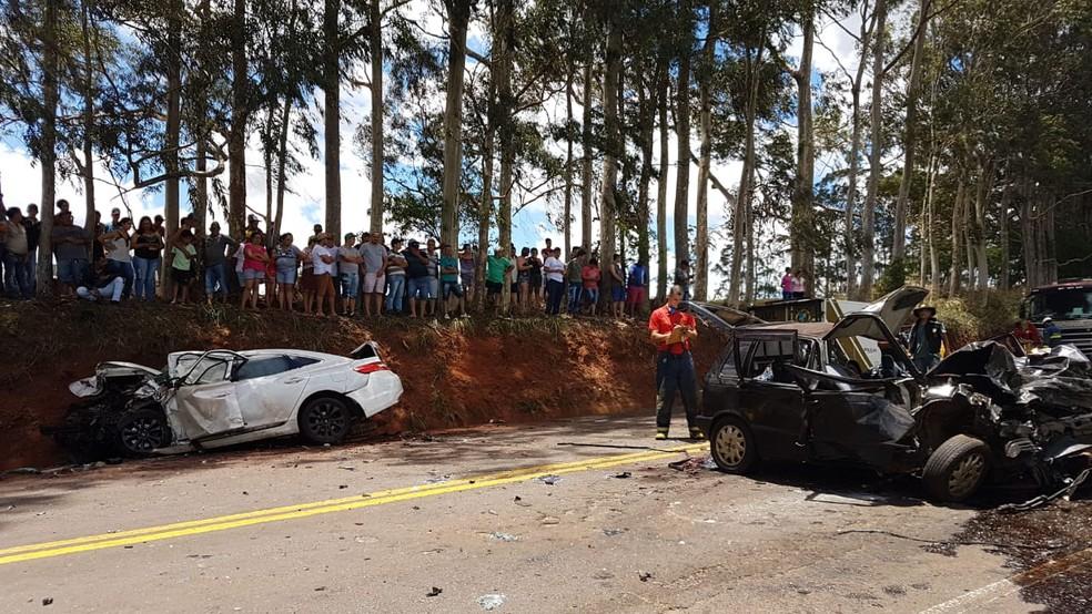 Cinco pessoas morreram e uma ficou ferido em acidente na PR-317, no norte do Paraná — Foto: Robson Jardim/RPC