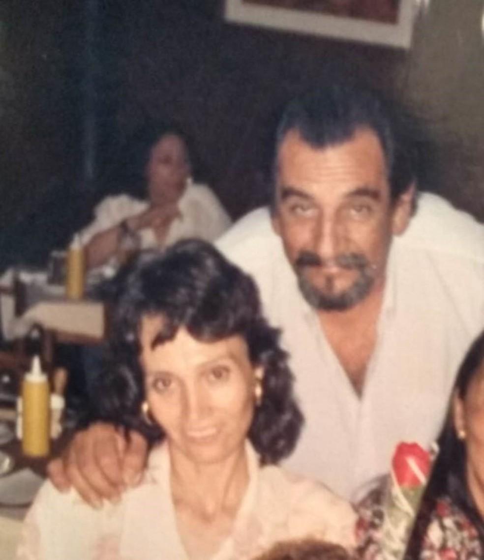 Lúcio e Sueli se conheceram nos anos 90: O músico afirma que se encantou com a mulher desde a primeira vez em que a viu — Foto: Arquivo Pessoal