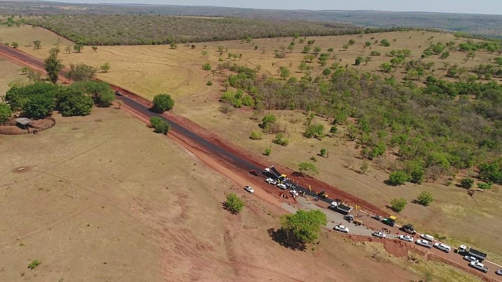 Obras de pavimentação asfáltica da MS-223, entre os municípios de Figueirão e Costa Rica, facilitará exportação de gado. — Foto: Prefeitura de Figueirão/Divulgação