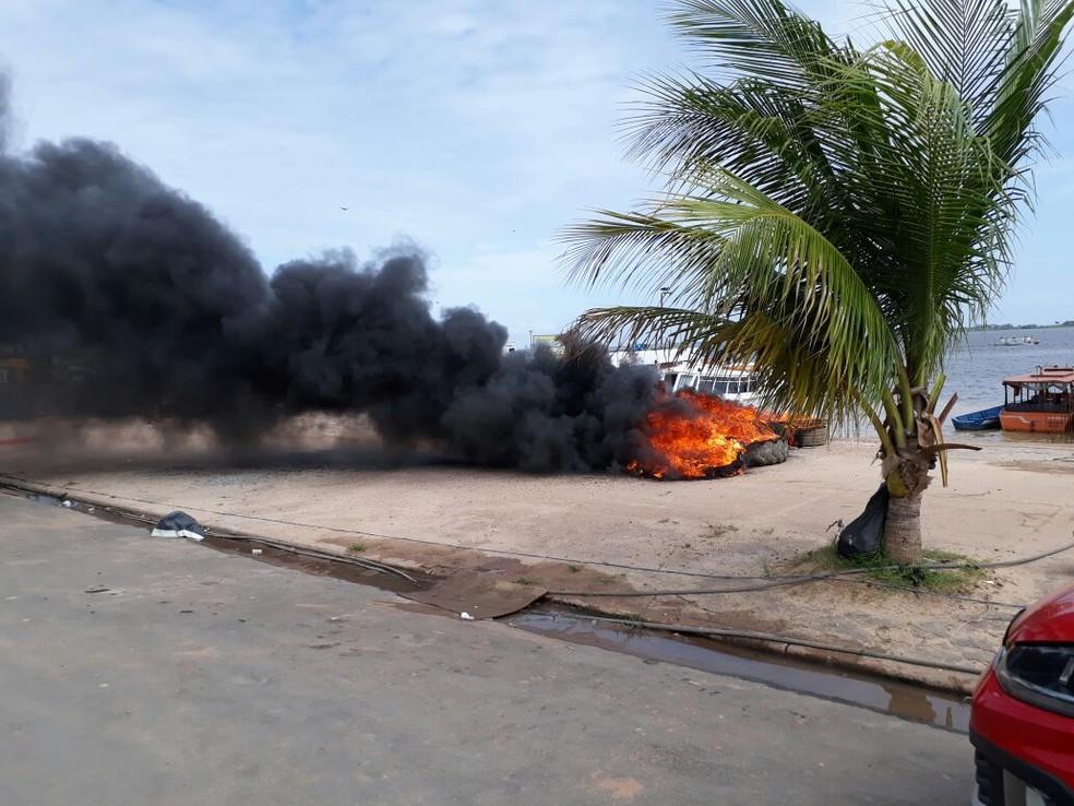 -  Manifestantes atearam fogo em pneus no cais de arrimo de Santarém  Foto: Bena Santana/94Fm