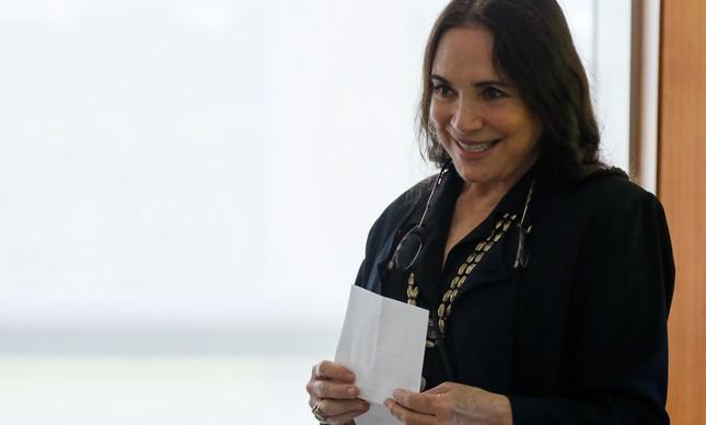 Regina Duarte em reunião em Brasília, antes de deixar o cargo
