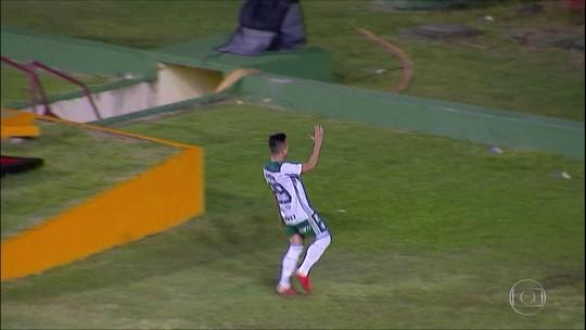 Palmeiras vence Sport e se aproxima da liderança do Brasileiro