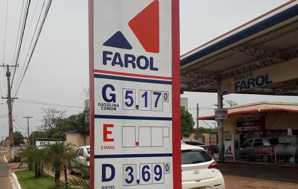 Em um posto da quadra 603 Sul, a gasolina está sendo vendida a R$ 5,17 — Foto: Alexandre Tundela/TV Anhanguera