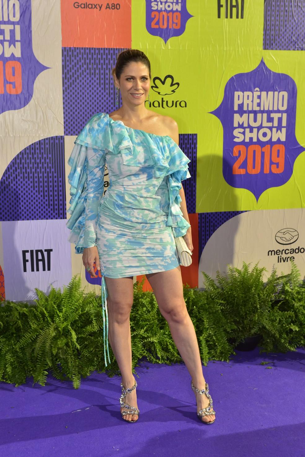 A apresentadora Didi Wagner escolheu vestido de babados e manga única — Foto: Fabio Cordeiro/Gshow