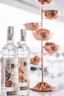 Entre os drinks oferecidos a bordo, destaque para os preparados com Ketel One Botanical