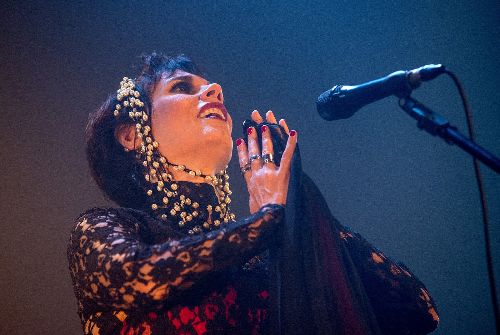 Mariana Baltar canta Aldir Blanc com paixão e fervor em show no Rio