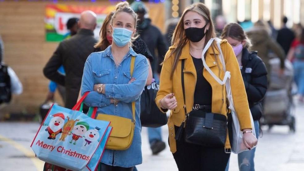 Reino Unido vivia otimismo com chegada das vacinas, mas nova variante do vírus ajudou a acelerar aumento de casos — Foto: GETTY IMAGES/BBC