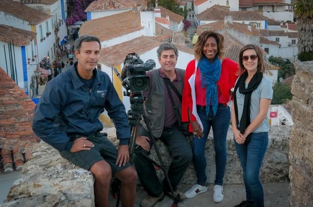 Gloria Maria em Portugal com a equipe do 'Fantástico' (Foto: TV Globo)