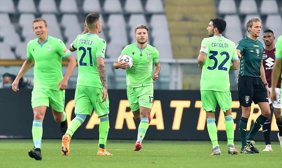 Lazio utilizou uniforme alternativo verde na temporada 2020/21 — Foto: EFE/EPA/ALESSANDRO DI MARCO