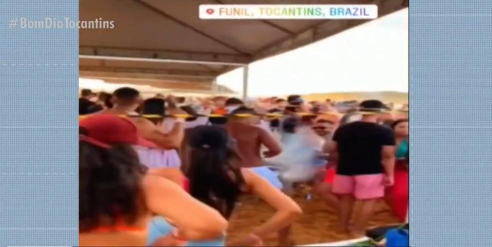 Aglomeração na praia do Funil no primeiro fim de semana de julho — Foto: Reprodução