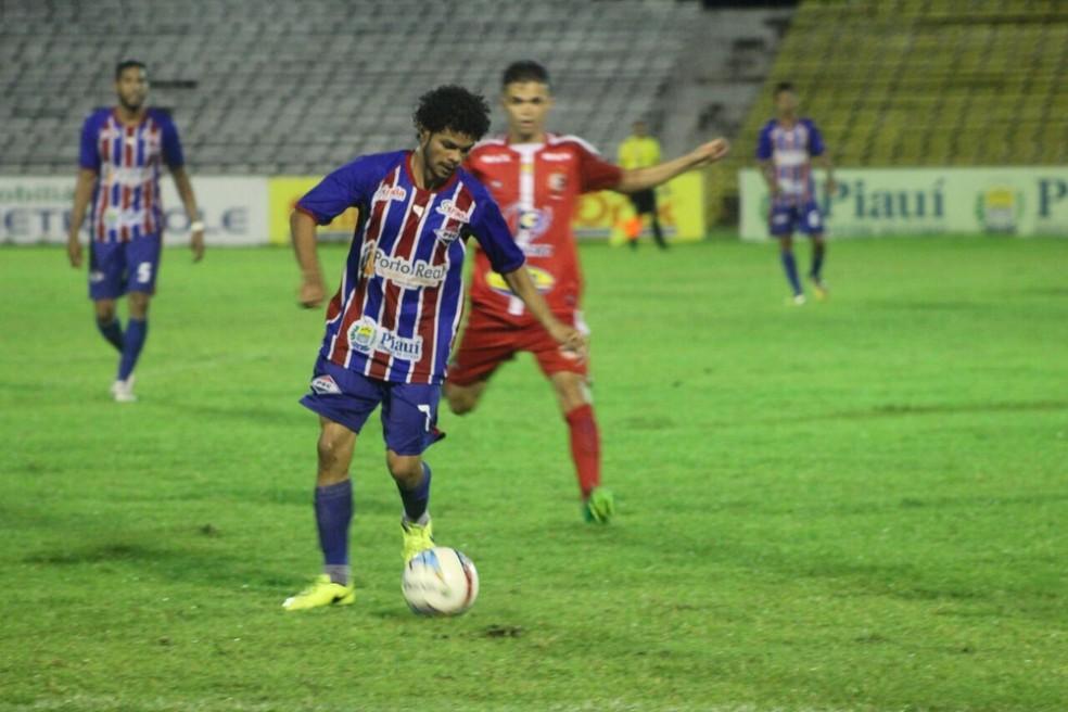 Piauí e 4 de Julho podem garantir vaga nas semifinais neste domingo (Foto: Josiel Martins)