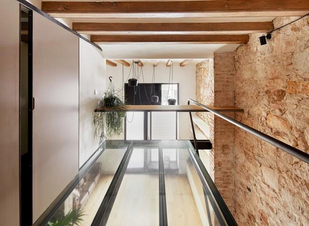 casa-transformada-em-armazém-em-barcelona (Foto: José Hevia/ Valentí Albareda/ Divulgação)