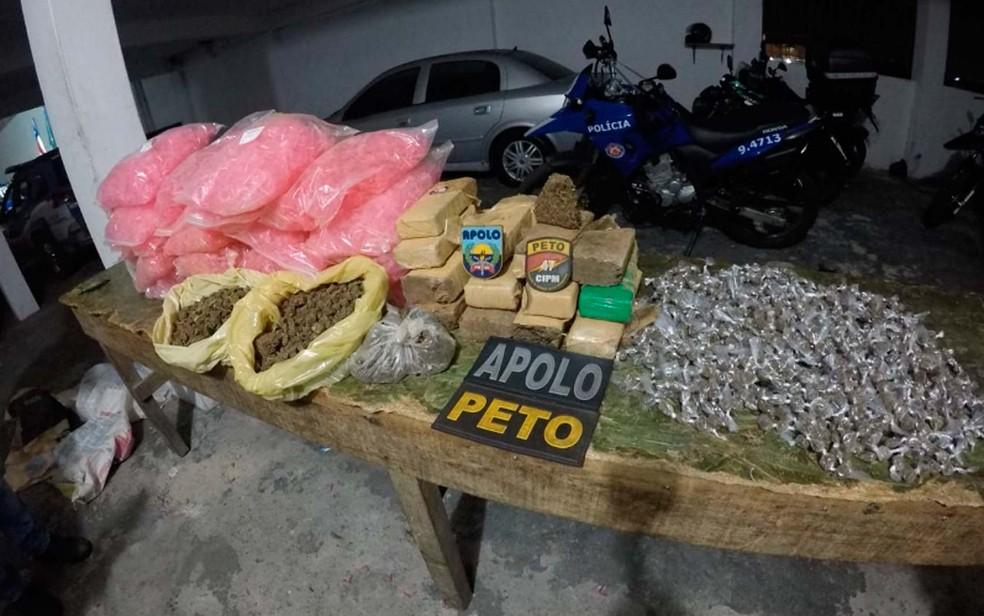 Polícia apreende 10 kg de maconha e 20 mil pinos para embalar cocaína em Salvador (Foto: Divulgação/SSP-BA)