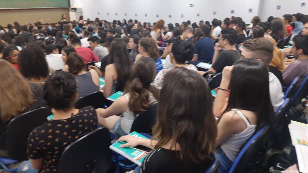 Cursinho Solidário realiza aulas de revisão remotas para estudantes que vão fazer o Enem