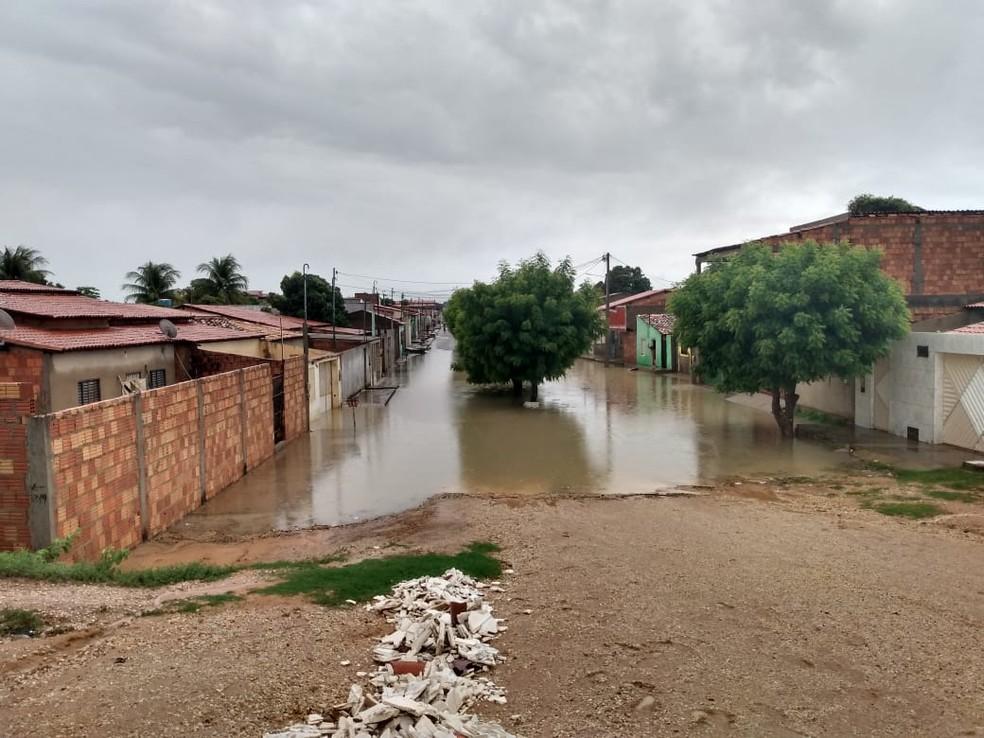 Chuva forte deixa ruas alagadas em Barra, no oeste da Bahia — Foto: Arquivo Pessoal